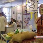 Выставка средних школ Вручение сертификатов студентам годовых курсов 2014/15