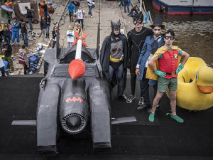 bat-mobil-red-bull Red Bull Air в Праге