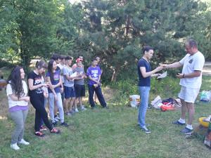 vruchenie-diploma1 Вручение наград студентам, курсов чешского языка 2013/2014