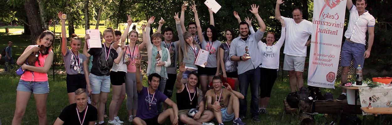 Вручение сертификатов студентам годовых курсов 2014/15