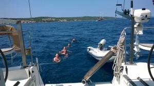 """Плывём за яхтой на ходу Тем временем """"Победительница поездки на яхте по Хорватии"""""""
