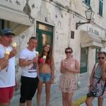 Тем временем «Победительница поездки на яхте по Хорватии» Наши новые студенты получают долгосрочные студенческие визы