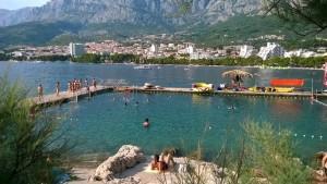 """Уютный пляж в Хорватии Тем временем """"Победительница поездки на яхте по Хорватии"""""""