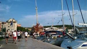 """Приплыли на очередной остров Тем временем """"Победительница поездки на яхте по Хорватии"""""""