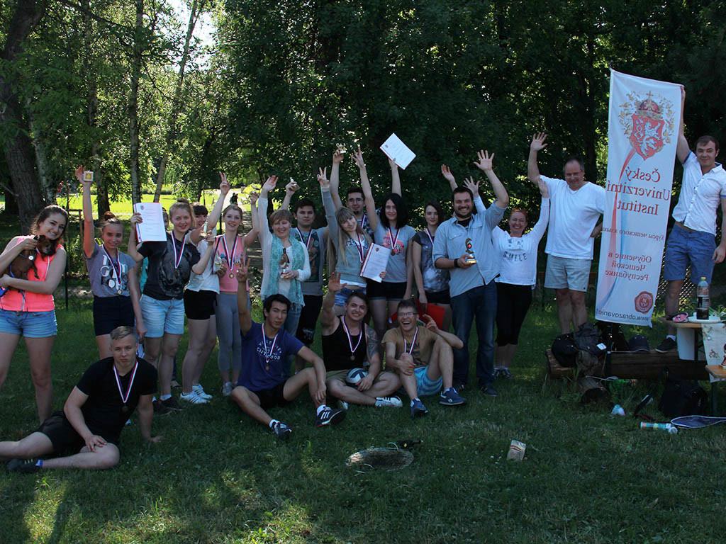 studenty-2015 Вручение сертификатов студентам годовых курсов 2014/15