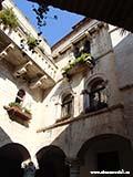 Внутренний двор Трогира Хорватия отдых 2013